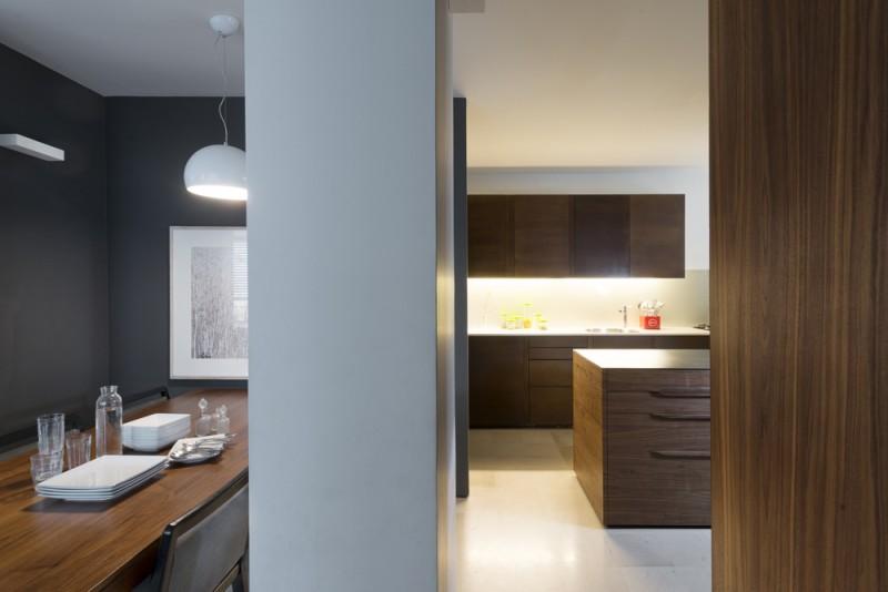 משטחי פלדה במטבח, אדריכל גל טבת, צילום: גדעון לוין